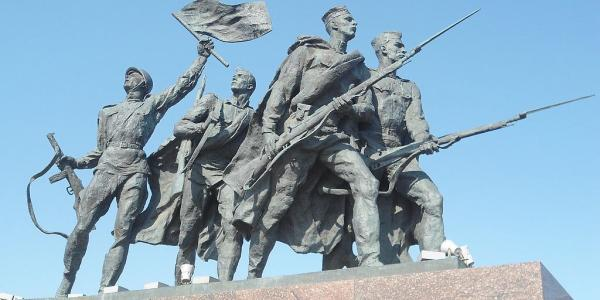 Monument to the Heroic Defenders of Leningrad, photo by Keith Ruffles